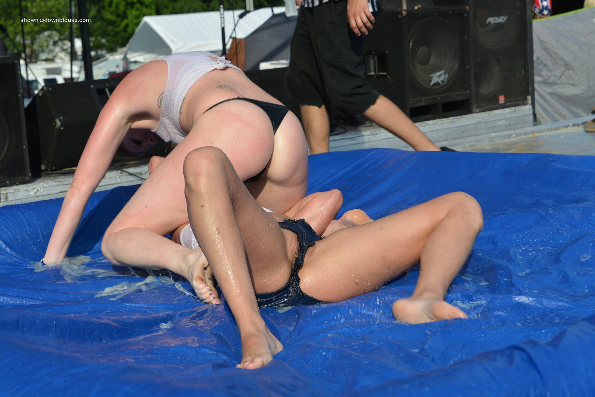 Fight girls and pussy slips from our OFF TOPIC AREA More than 10.000 photos in our downblouse database